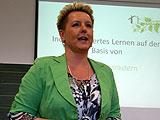 Hilla Pedersen, Schulleiterin und Spezialistin für moderne Schulpädagogik